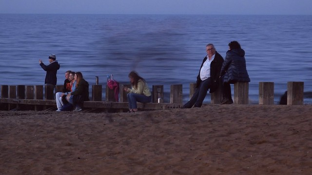 Awaiting the Setting Sun by the Sea 010