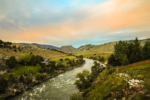 montana gardiner parkcounty town yellowstonenationalpark yellowstoneriver bridge buildings river clouds cloudscape sunset