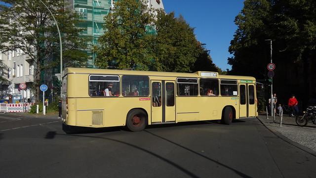 1975 Ein-Decker-Bus E2H74 von MAN BVG-Nr. 1242 Monumentenstraße in 10965 Berlin-Kreuzberg