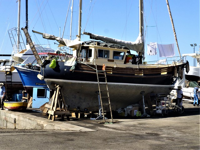 Puerto Mogán = repairing the boat and living on it in dry dock
