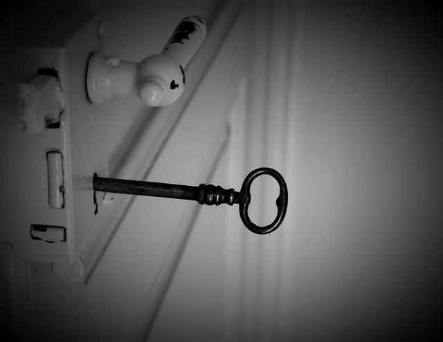 La porta delle idee si apre con la chiave dell'ispirazione.