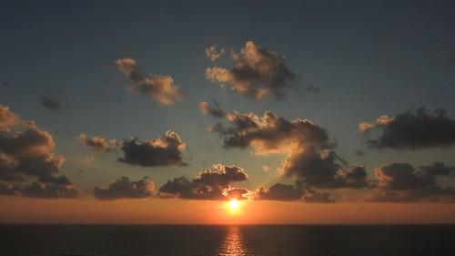 Один закат не похож на другой, краски неба не бывают одинаковыми.