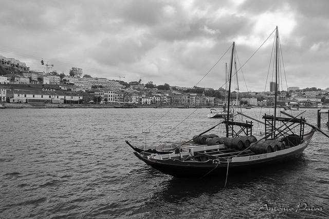 Barco Rabelo no rio Douro (Porto)