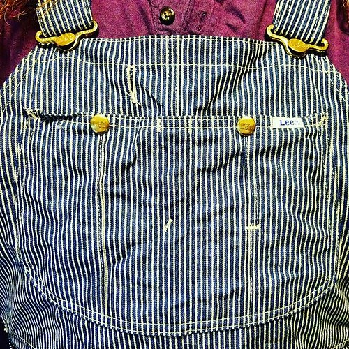 New overalls IV: The entire bib pocket. Perfection! They don't make 'em like this anymore. (Well, they do...in other countries. Japan, for example.) #overalls #dungarees #biboveralls #vintage #lee #leeoveralls #denim #hickorystripe #denimoveralls #overall