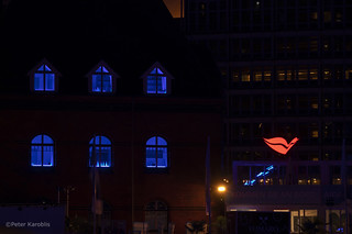 Hamburg - Blue Port 2019 blue windows and a kiss