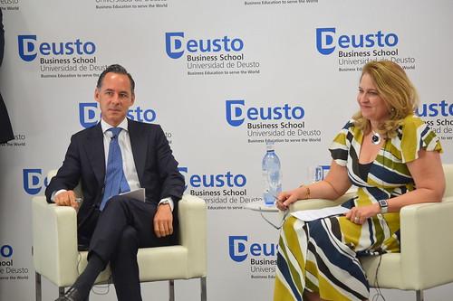 """03/07/2019 - Cuarto coloquio del Ciclo """"Humanismo y Competitividad"""". Sara Harmon e Iñigo Sagardoy"""