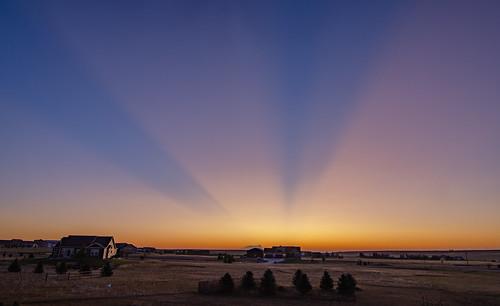 sunrise volcanicsunrise raikokevolcanicsunrise cheyenne wyoming twilight goldenhour colorful brilliant crepuscularrays atmosphericoptics