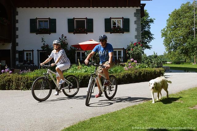 Auf geht´s zur Radtour, hoffentlich bleibt der Hund am Hof ;-)