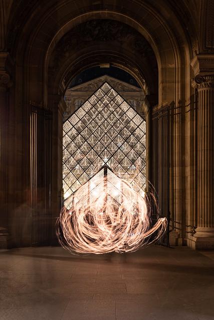 feux près du Louvre