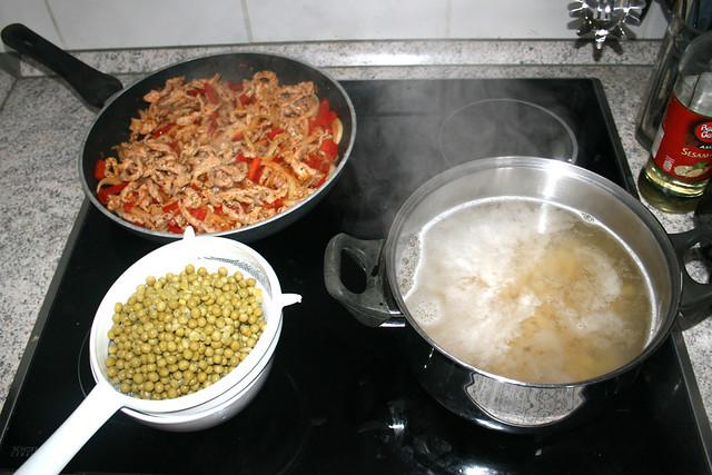 01 - Nudeln kochen & Gyros braten / Cook pasta & fry gyros