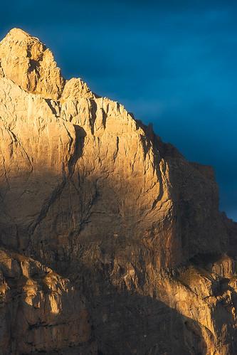 europe france hautesalpes handheld provencealpescotedazur parcnationaldesecrins sunset light mountains mount montagne evening landscape blue yellow nikon sigmasports cliff peak shadows frenchalps alpes alps