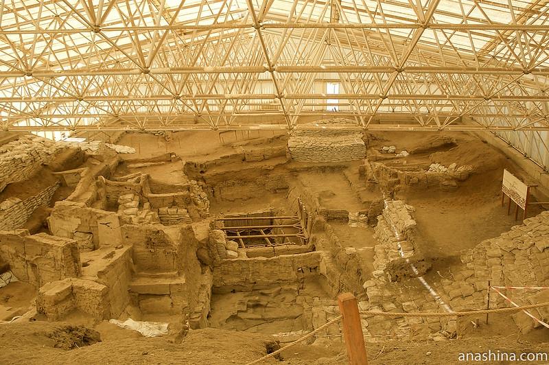 Раскопанные жилища в южном шелтере