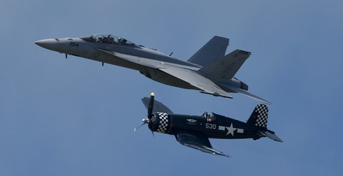 Boeing F/A18E/F Super Hornet, Goodyear FG-1D Corsair  NAS OCEANA Va  (NTU/KNTU)  2019 Airshow