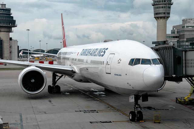 Turkish Airlines - Boeing 777-3F2(ER) / TC-JJV @ Hong Kong