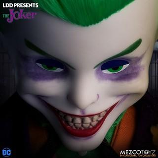 狡猾面龐帶來極強衝擊感! MEZCO 活死人娃娃系列 DC Universe【小丑】Living Dead Dolls Presents Joker