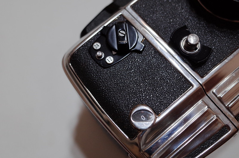 17Zenza BRONICA S2フィルムバック部の24枚撮り切替装置 フィルムカウンター