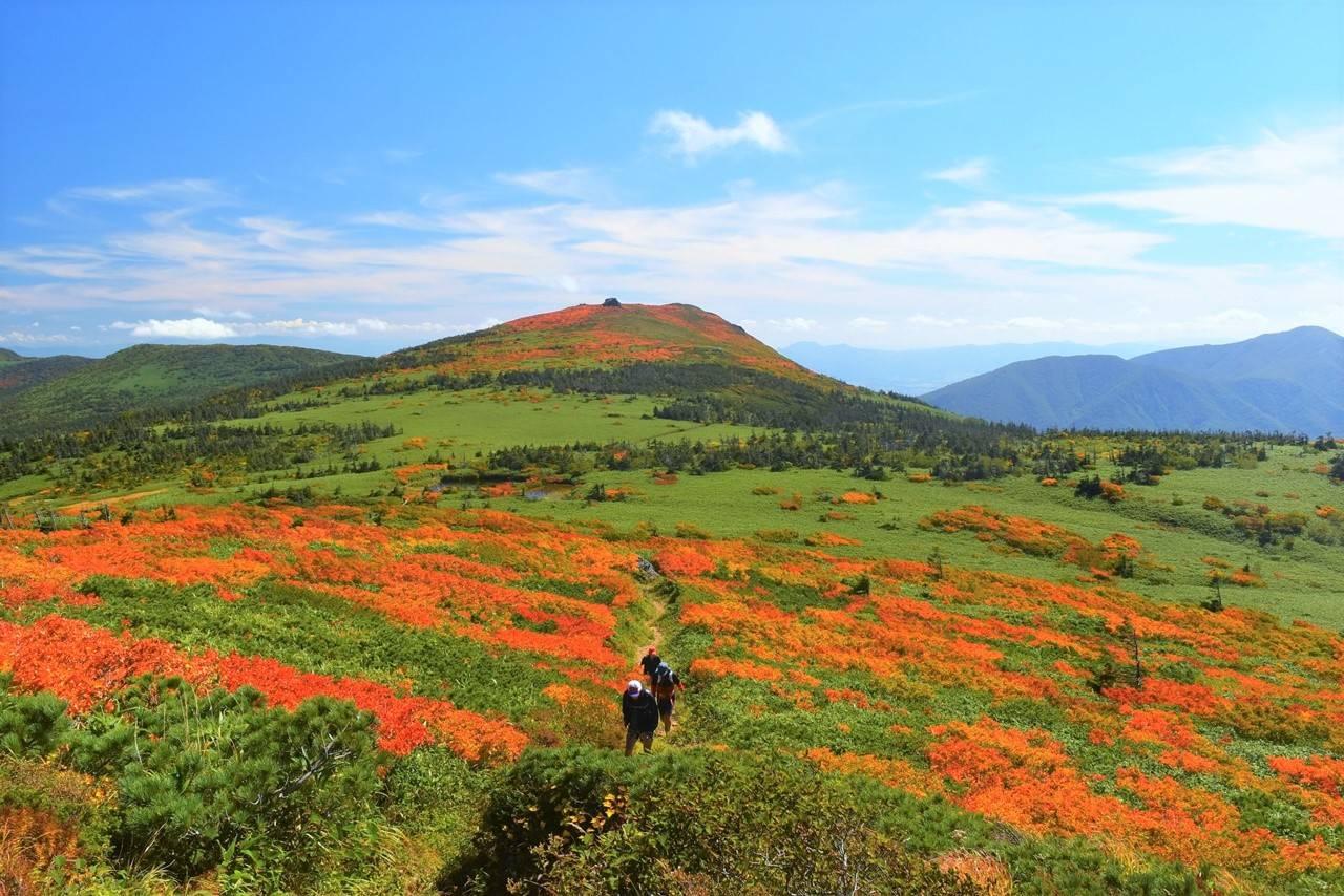 覘標ノ台から三ツ石山へ 紅葉の稜線登山