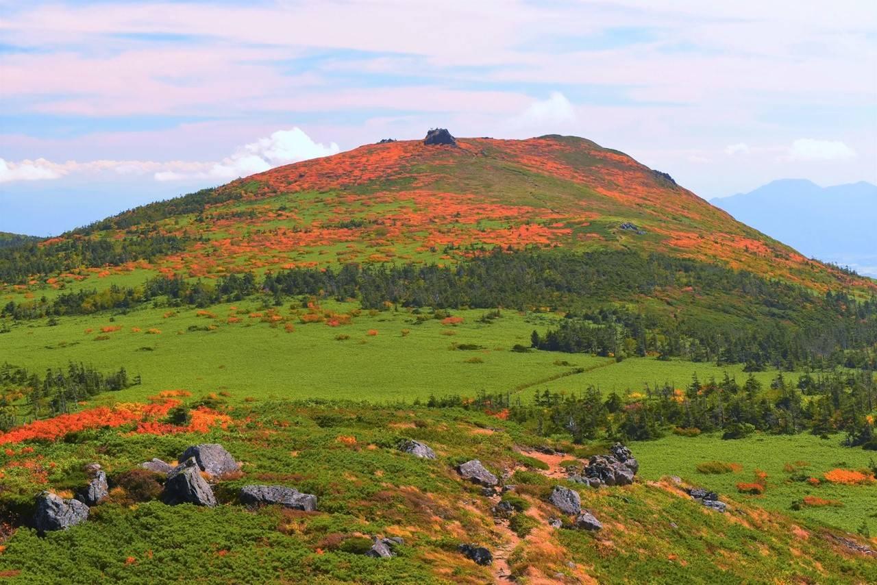 三ツ石山の真っ赤な紅葉