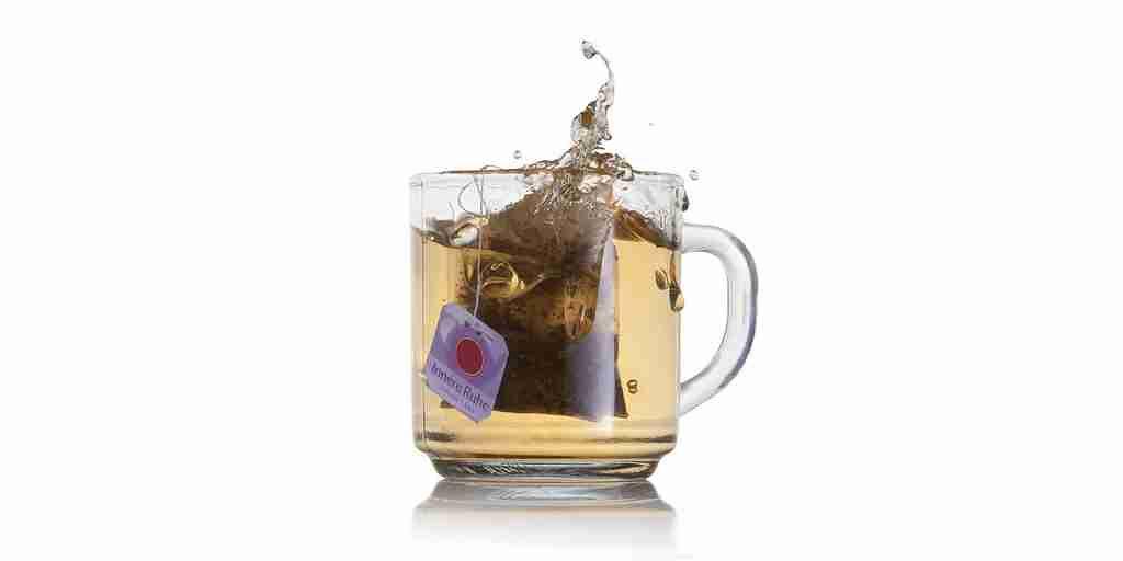 Les sachets de thé en plastique libèrent des microplastiques