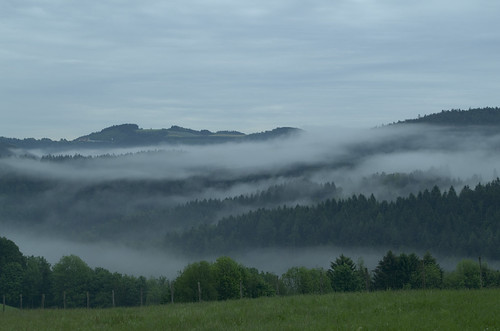 oostenrijk österreich travel spring pentax pentaxk50 landscape view nature field trees forest mountains sky clouds mist pentaxaustria niederösterreich
