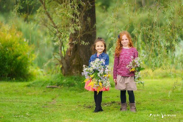 Jeunes filles et bouquets