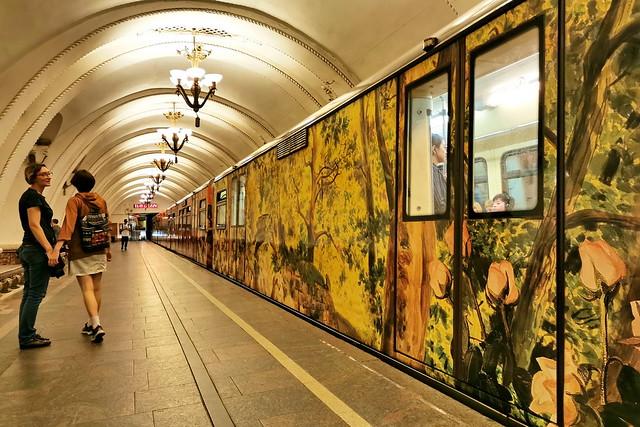 Moscow Metro - Arbatskaya Station   阿爾巴特站  (Арба́тская)