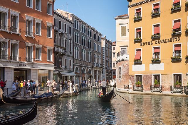Bei den Gondolieri in Venedig ...