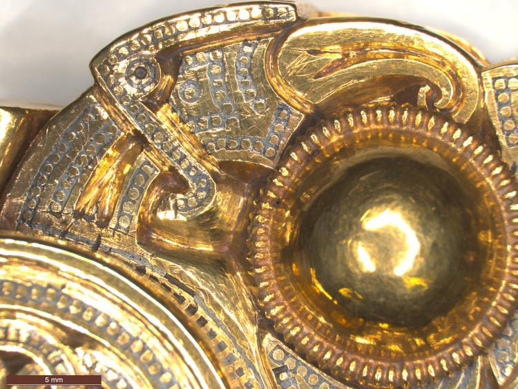 04 Англо-саксонская пряжка ремня VII в фрагмент- Голова птицы