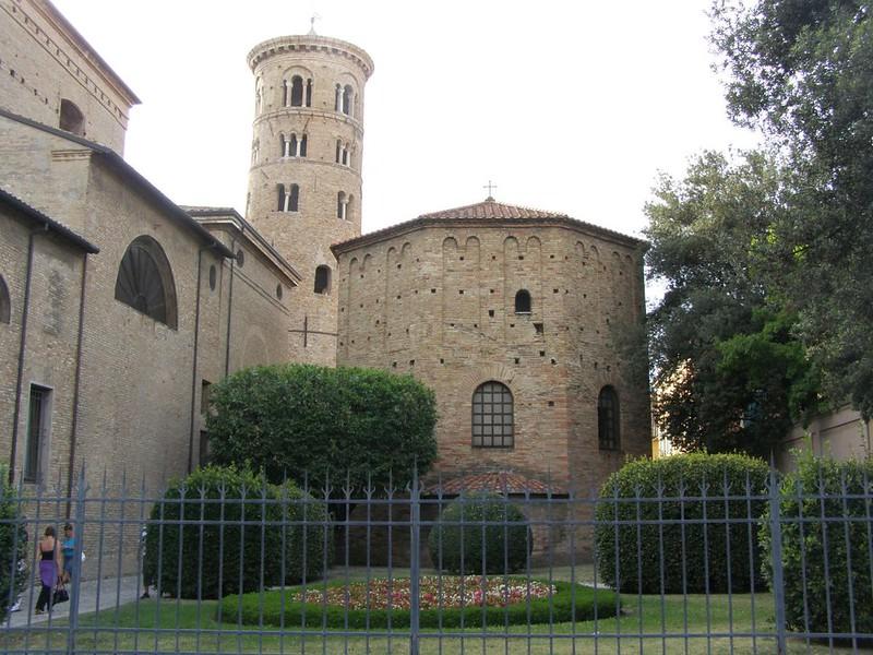 26 Баптистерий православных VI в. Равенна