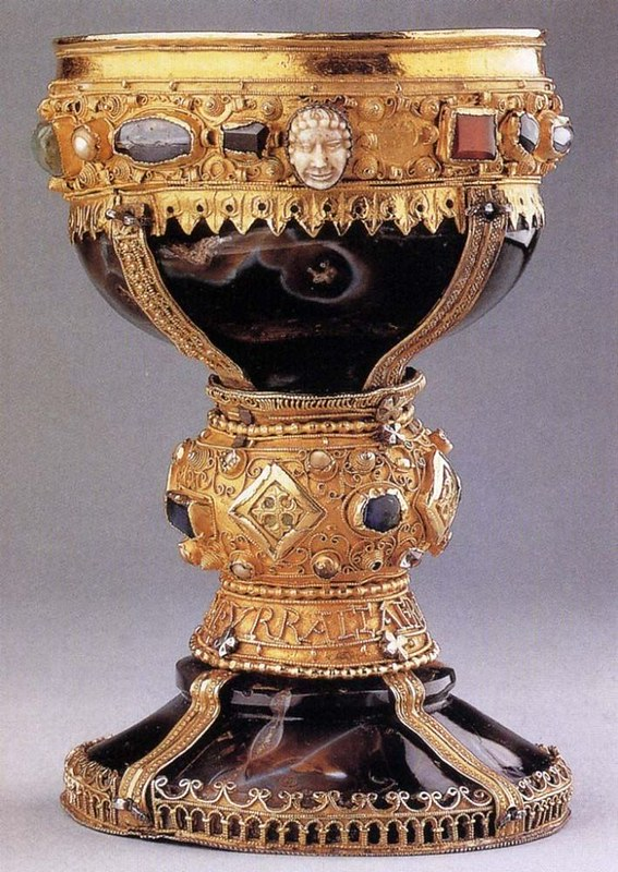 70 Потир королевы Урраки. Испания, XI век