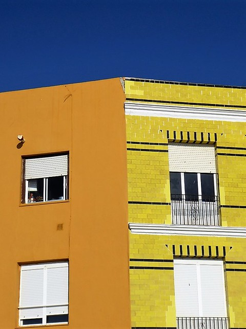 Cadiz seafront - yellow and blue