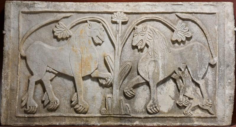 45 Львы у древа жизни. Италия. Юг Италии. IX в