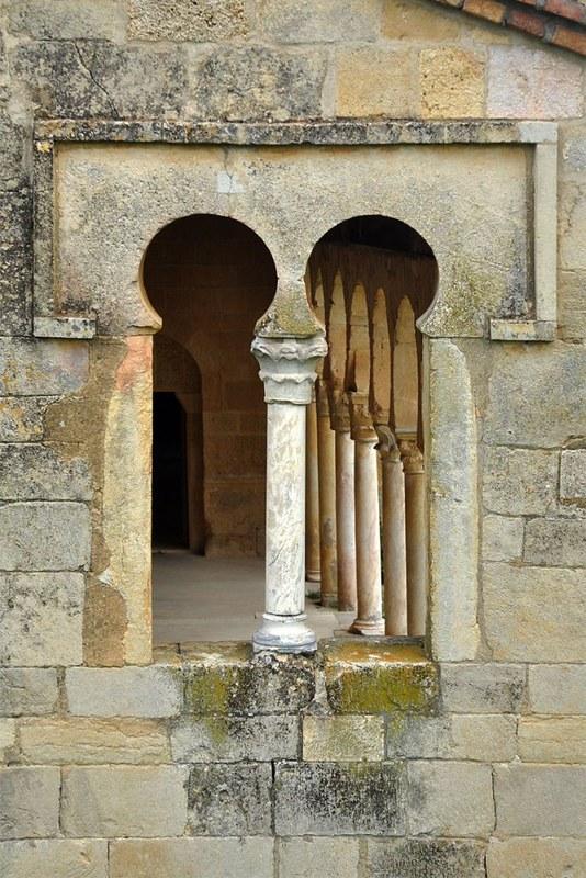 64 Церковь San Miguel de Escalada. Leon. 951 г Окно