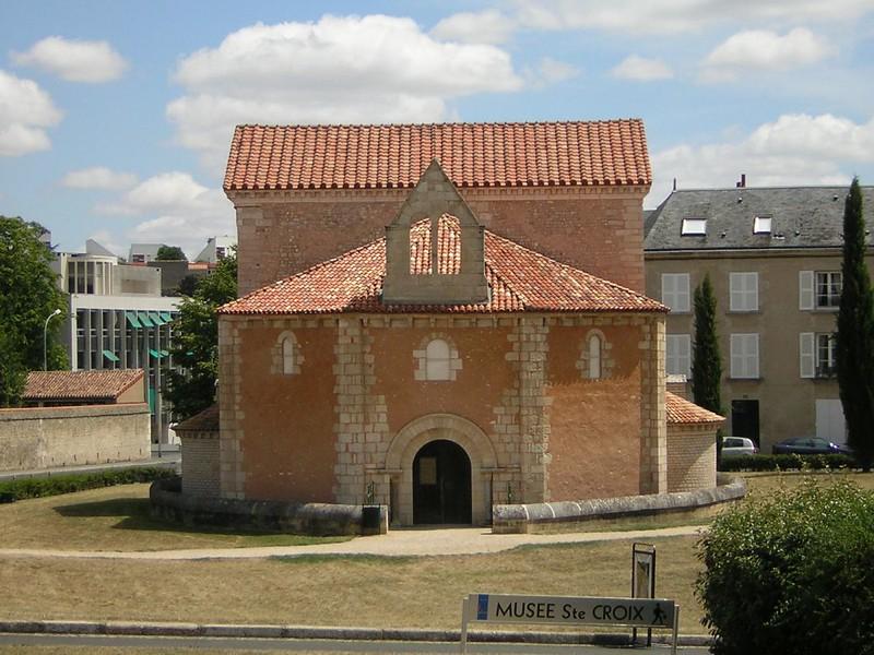 74 Баптистерий Сен Жан в Пуатье. Конец 7 в