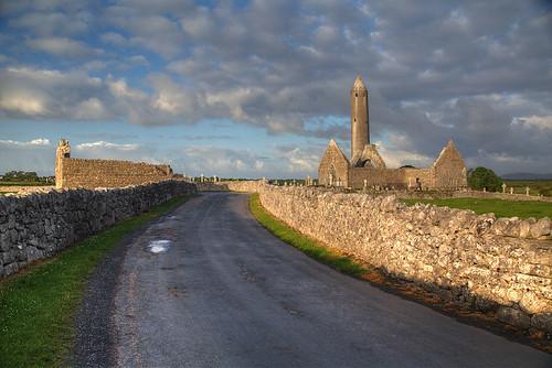 eire clare connacht galway ierland ireland irland irlanda irlande irska irsko iwerddon kilmacduagh cetlic monastic primavera printemps ruin spring sunrise írország ιρλανδία ирландия ирска