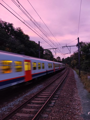 2019 linkebeek belgium belgique sunrise leverdesoleil pinksky cielrose train sncb nmbs speed vitesse tracks clouds nuages carriage voiture