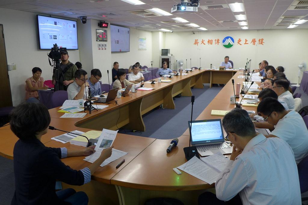 環保署今(24)日進行本案第一次轉案小組會議,登記發言民眾達20位。孫文臨攝