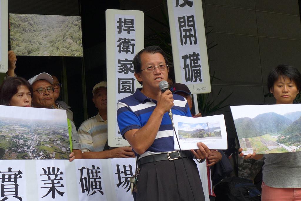內城村社區發展協會理事長簡裕鴻則表示,「要把一座403公尺的挖到210公尺,等於把整座山挖掉一半。」孫文臨攝