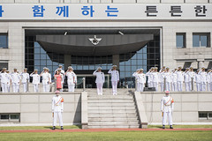 Chief of Naval Operations (CNO) Adm. Mike Gilday participates in an  honor guard ceremony with the Republic of Korea (ROK) Chief of Naval Operations Adm. Sim Seung-Seob during a visit to the ROK Ministry of Defense, Sept. 25. (U.S. Navy/MC1 Raymond D. Diaz III)