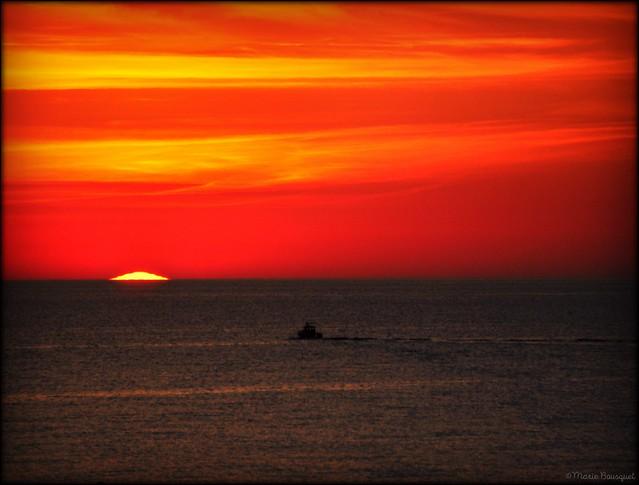 Bateau de pêche en route vers le Levant