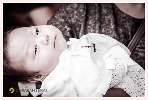 お宮参り 2か月の男の子赤ちゃん モノクロ写真