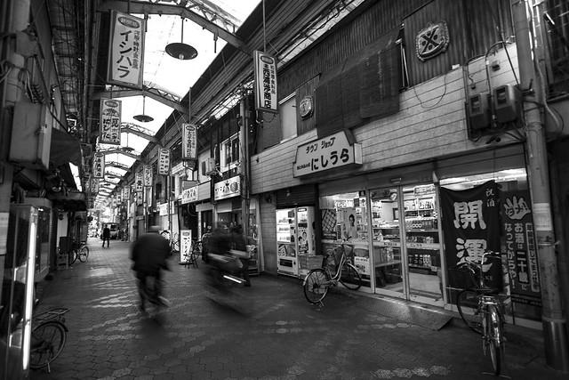 Daily life in the shotengai - 商店街の日常活動