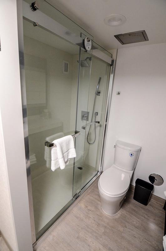 Anaheim Marriott shower