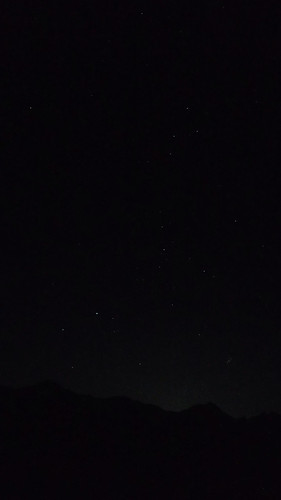 金, 2019-09-20 23:41 - Cassiopeia, Perseus, Auriga, and The Pleiades (M45 in Taurus), shot from Glen Brittle.