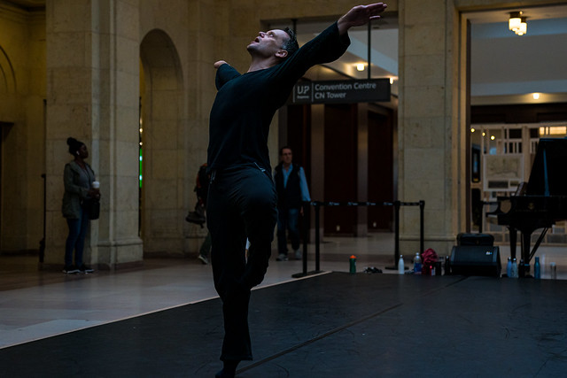 Modern Dance Class Taught By Louis Laberge-Côté - Ryerson School of Performance   Ryerson School of Performance