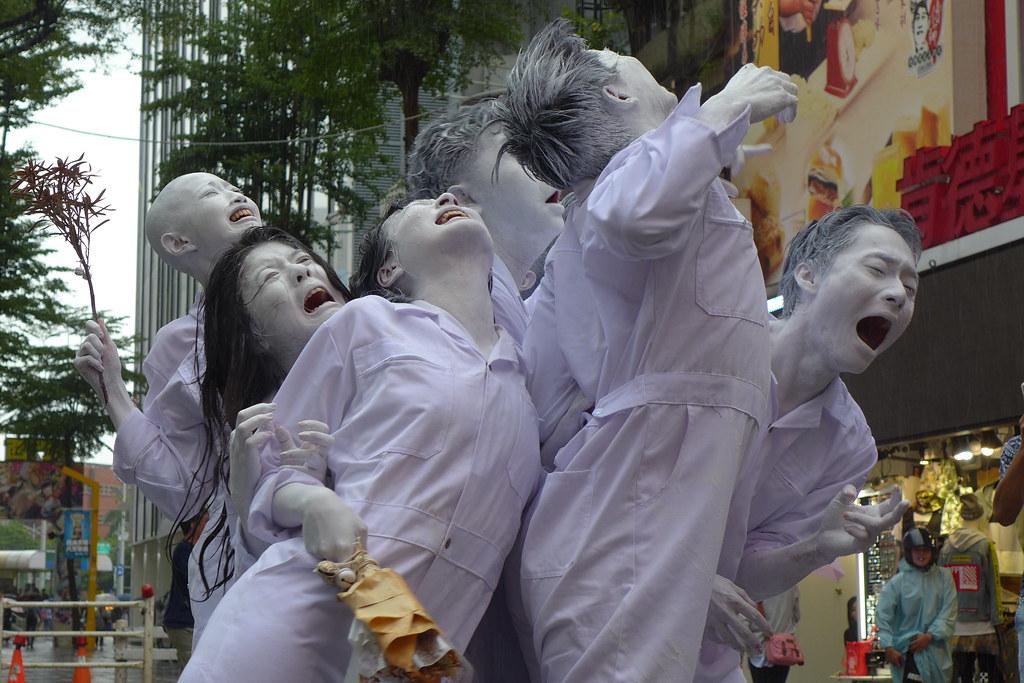 面目痛苦猙獰的「滅絕舞踏」演出。