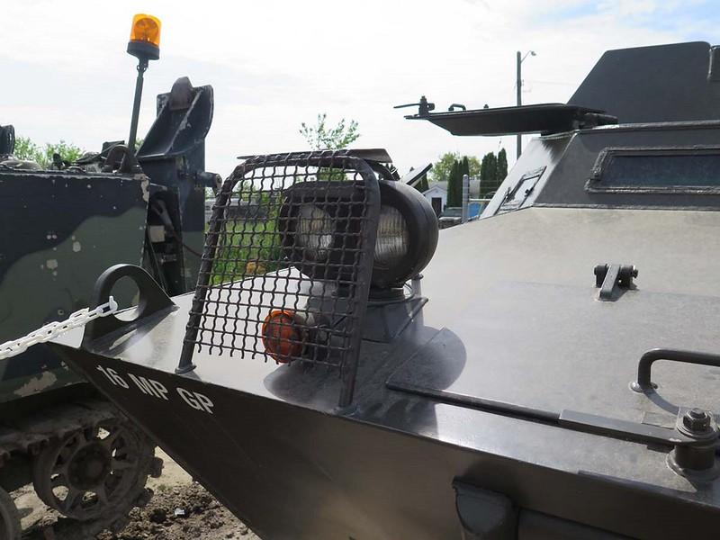 V-100 Commando 00006