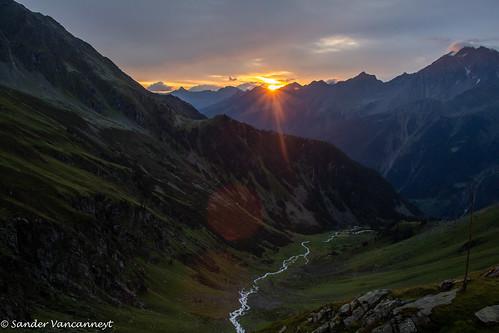 stubaital summer stubaierhöhenweg tirol alps hiking mountains neueregensburgerhütte stubai hohesmoos trekking austria neustiftimstubaital oostenrijk