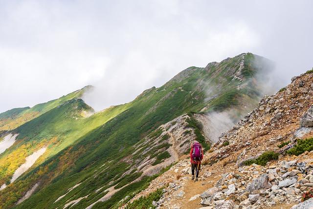 爺ヶ岳中峰へ