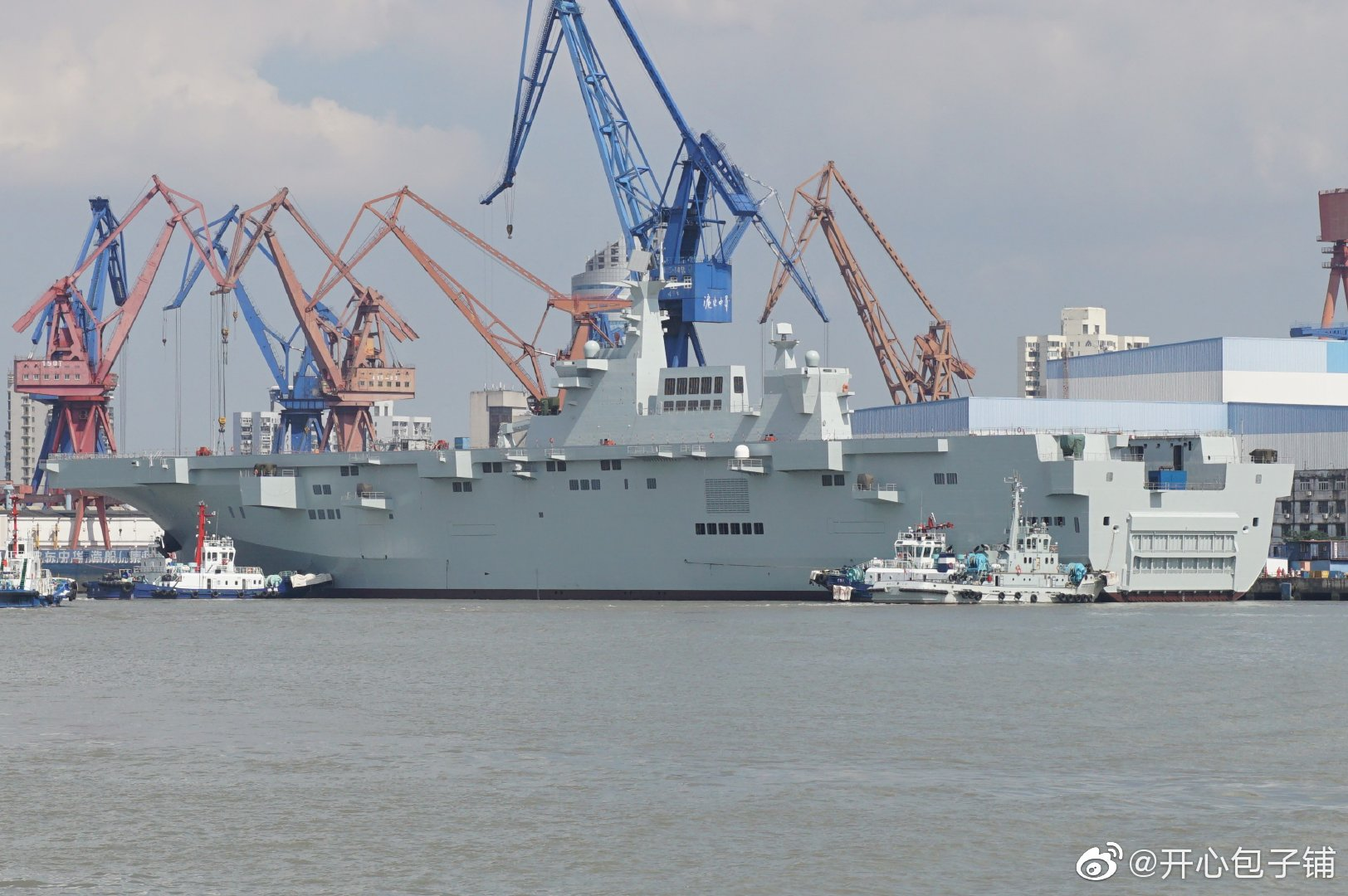 Type 075 landing helicopter dock (LHD) 48803343701_19cbc55986_o